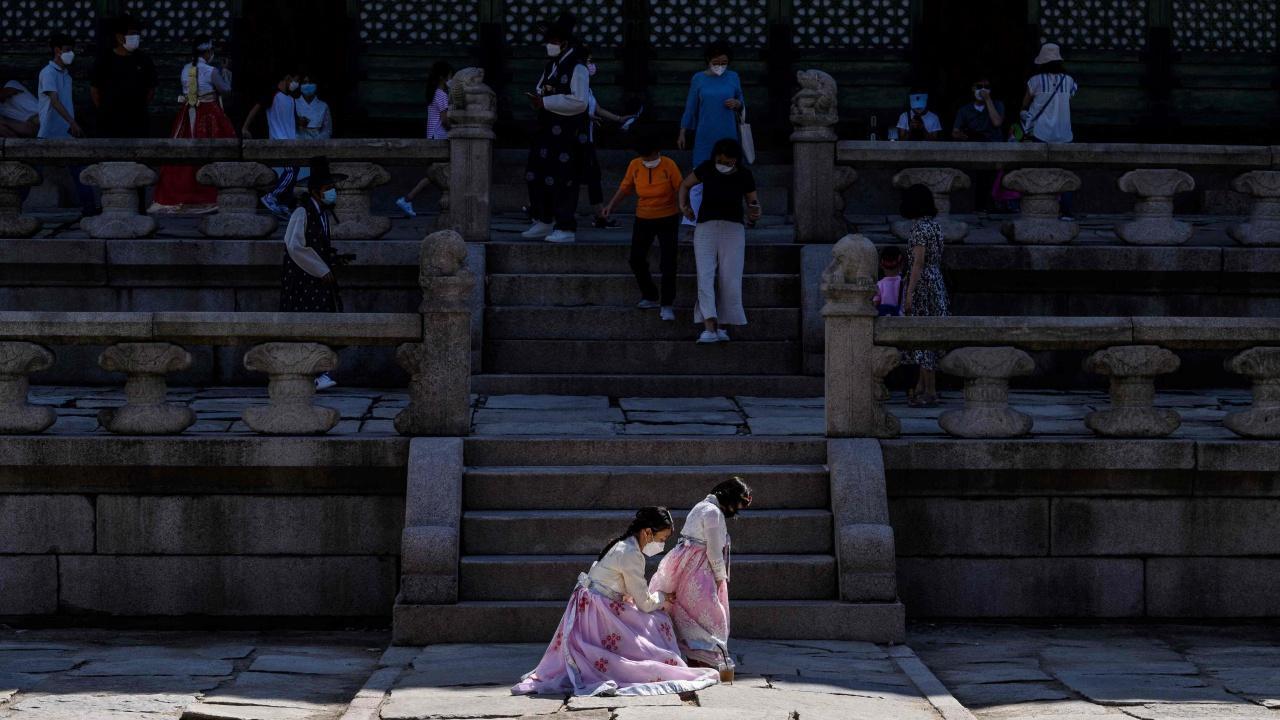 เกาหลีใต้ติดเชื้อพุ่งทำลายสถิติ เตรียมแผนอยู่ร่วมกับไวรัส
