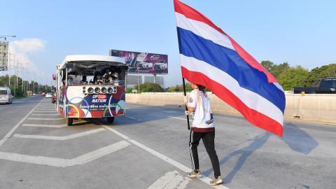 """""""วิ่งส่งธงชาติไทย"""" วันที่ 47 ถึง อ.พล ขอนแก่น เตรียมมุ่งหน้าโคราช"""