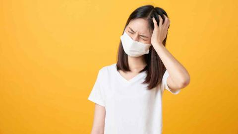 """""""อาการปวดหัวเรื้อรัง"""" อย่าทิ้งไว้นาน อาจเป็นสัญญาณโรคร้าย"""