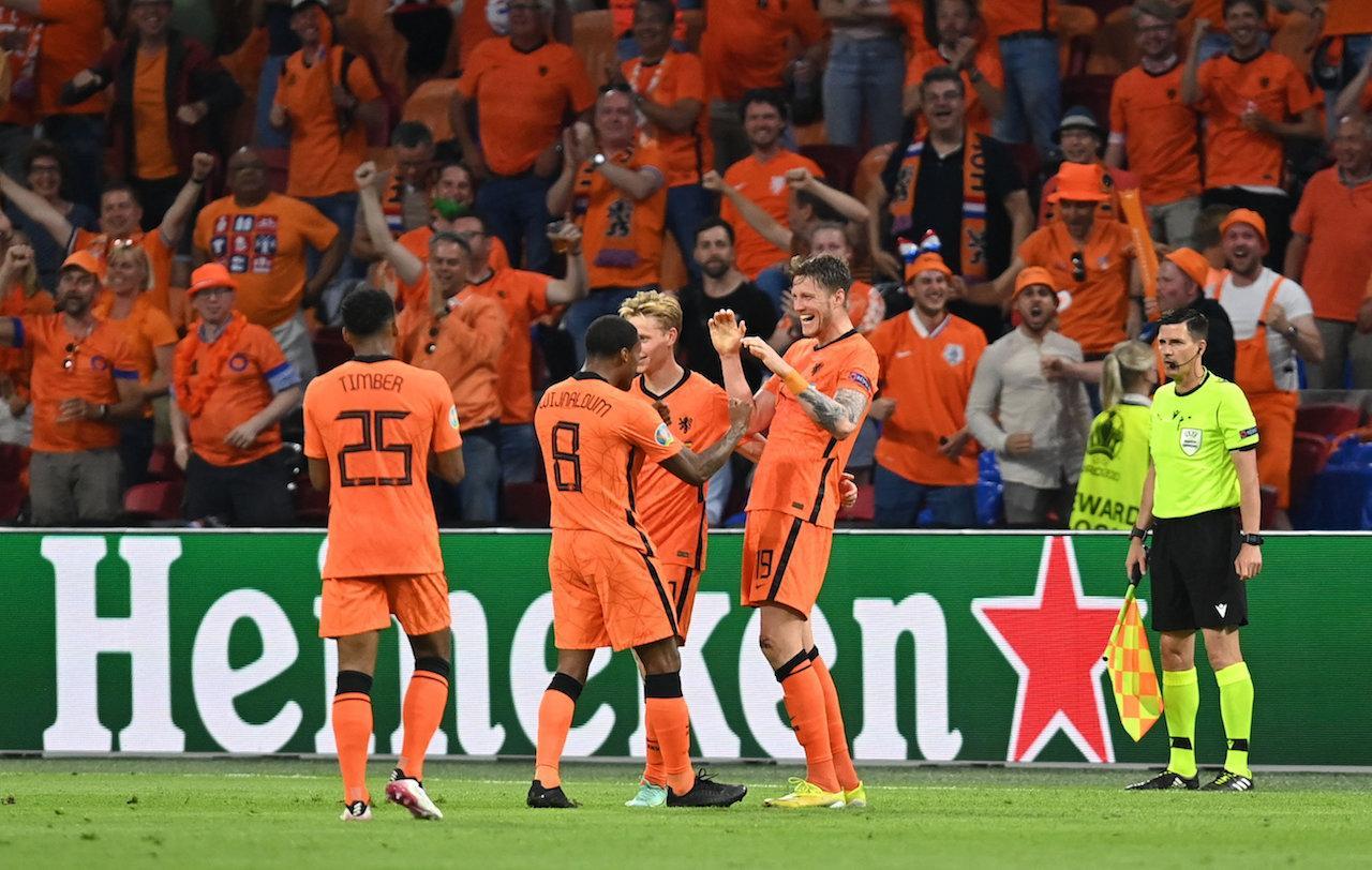 ผู้เล่นเนเธอร์แลนด์ดีใจหลังทำประตู