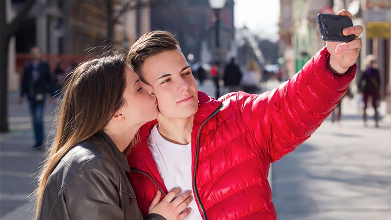 สวีตกับแฟนในที่สาธารณะ ยังไง ไม่ให้โดนมองแรง!