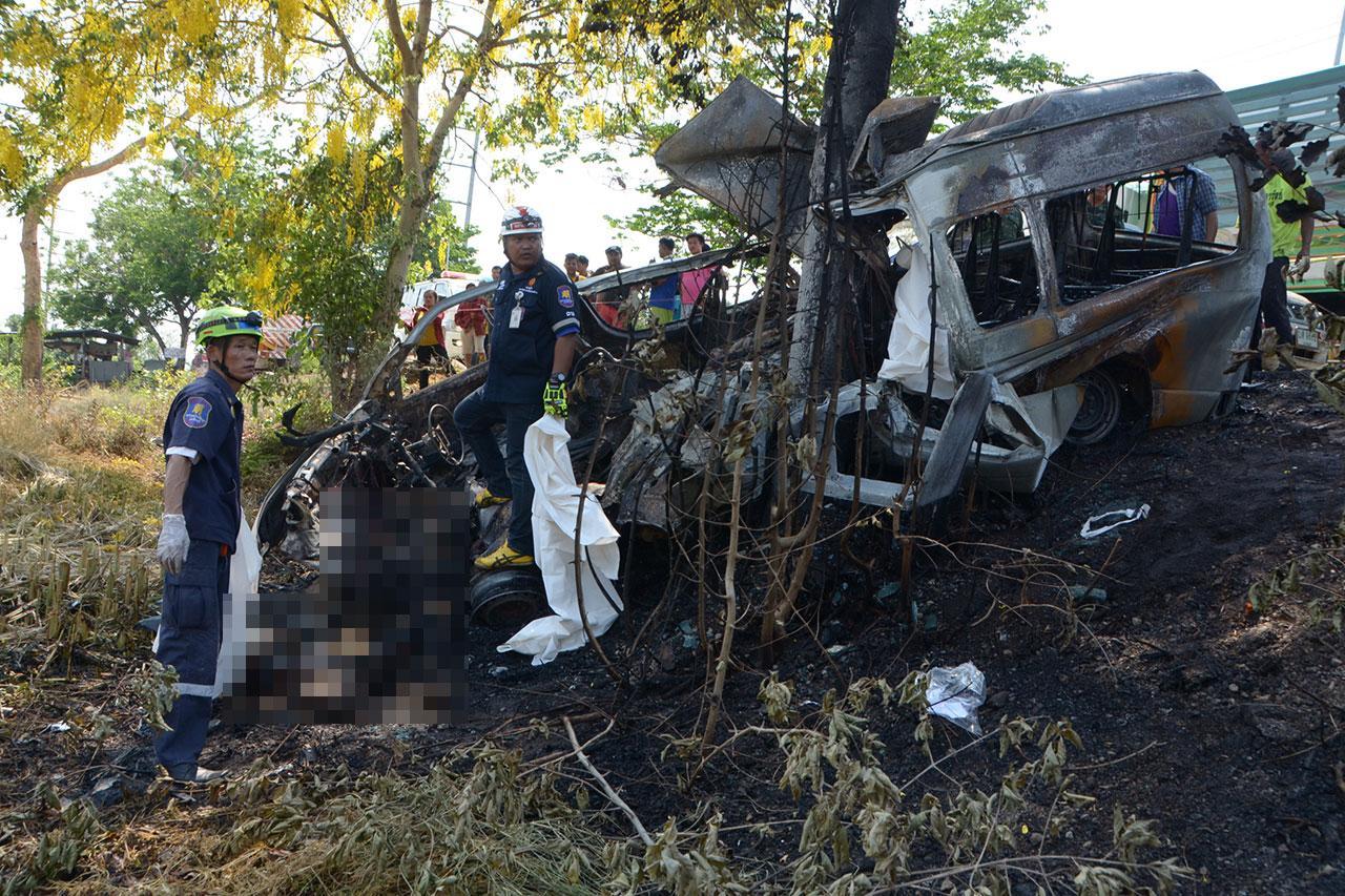 ภาพอุบัติเหตุที่ ปราจีนบุรี ทำให้มีผู้เสียชีวิตหลายราย