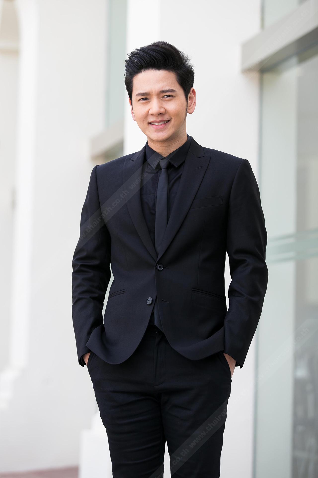 โต๋ มีความสุขที่ได้มาร่วมถ่ายทอดเพลงพระราชนิพนธ์ในดวงใจนิรันดร์ ที่จะออกอกาศทาง ช่องไทยรัฐทีวี 32 HD