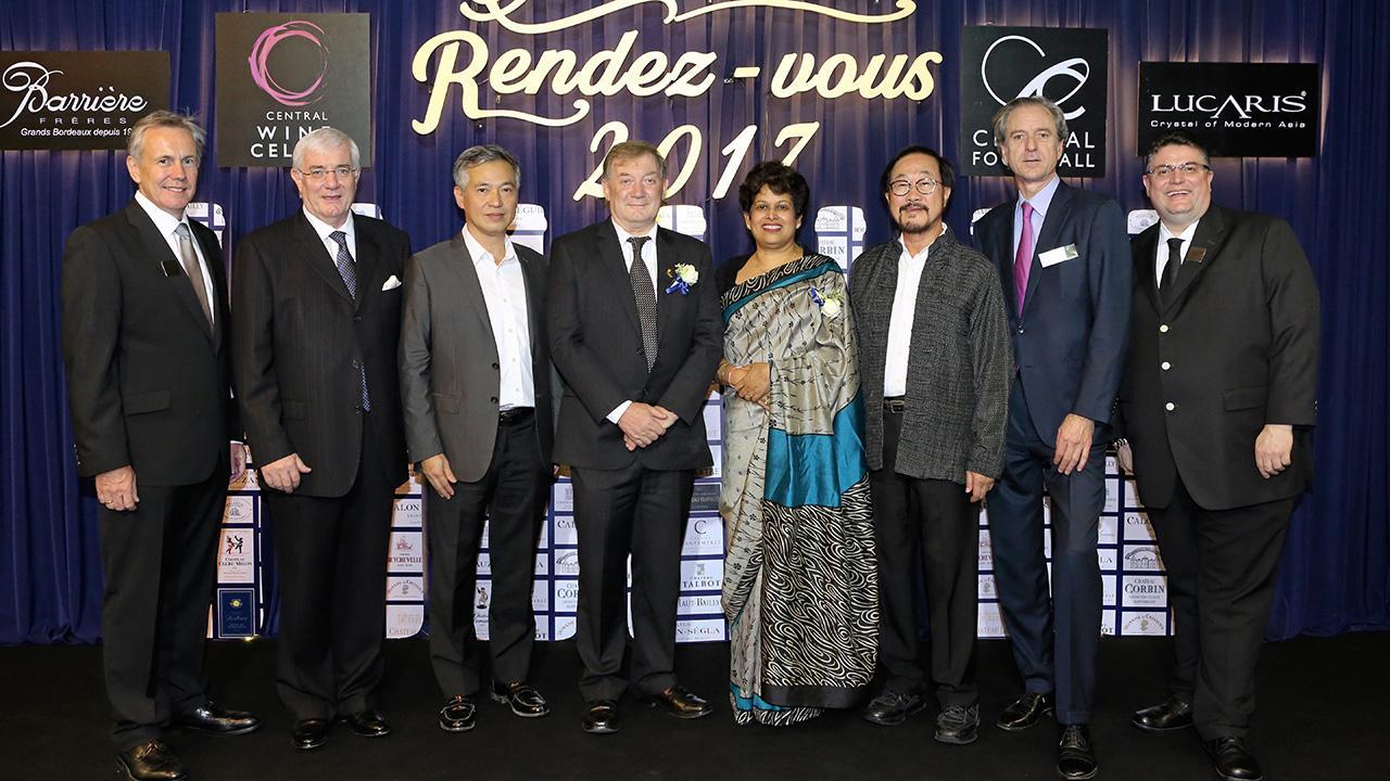 ไวน์มีคุณภาพ อลิสเตอร์ เทย์เลอร์ จัด Central Wine Cellar's Grand Cru Wine Event : Bordeaux Rendez-vous 2017 งานแสดงไวน์ระดับโลก โดยมี สุทธิธรรม จิราธิวัฒน์, ปริญญ์ จิราธิวัฒน์, แบรนดอน โรเจอร์ และ ปาสคาล บิลโลว์ มาร่วมงานด้วย ที่เซ็นทรัลชิดลม วันก่อน.
