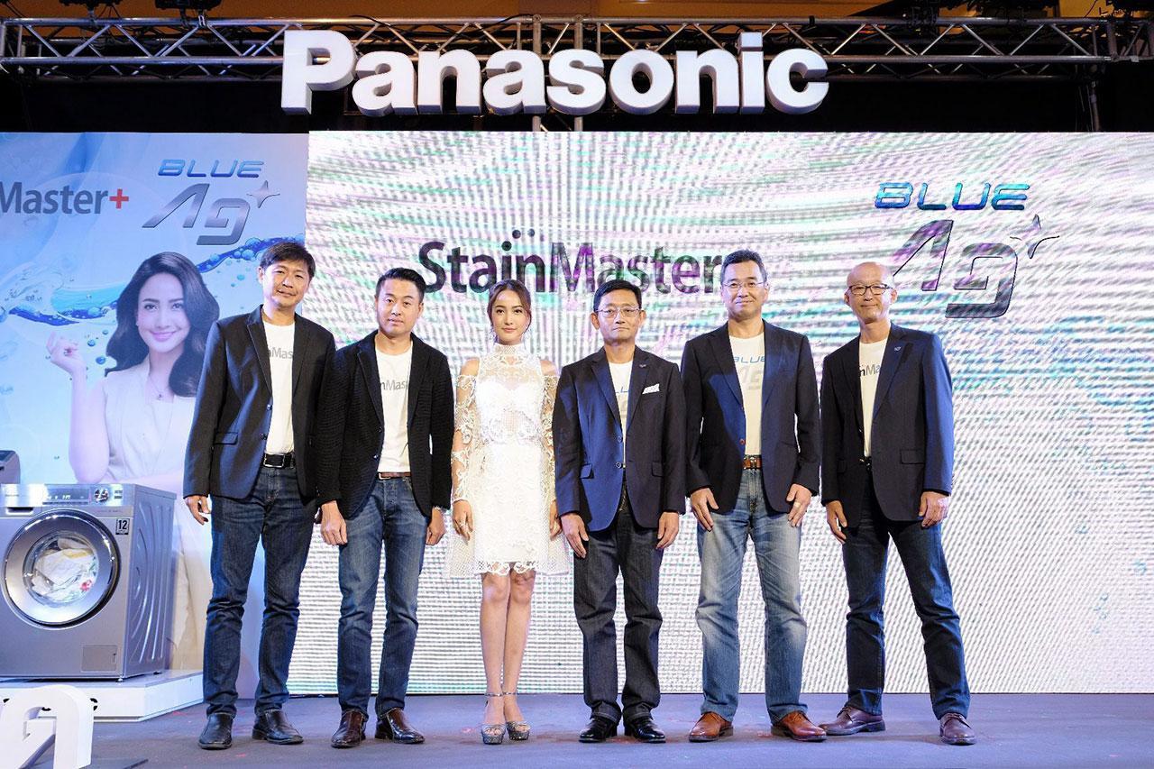ไม่เหนื่อย ทาเคชิ โนะโมโตะ และ ณัฐชัย อภิปุญญา เปิดตัวเครื่องซักผ้ารุ่นใหม่ด้วยเทคโนโลยี Blue Ag+ และ StainMaster+ ของ พานาโซนิค พร้อมแนะนำพรีเซ็นเตอร์ แต้ว-ณฐพร เตมีรักษ์ โดยมี เคนจิ คามาดา และ ณัฐพล อภิปุญญา มาร่วมงานด้วย ที่เซ็นทรัลเวิลด์ วันก่อน.