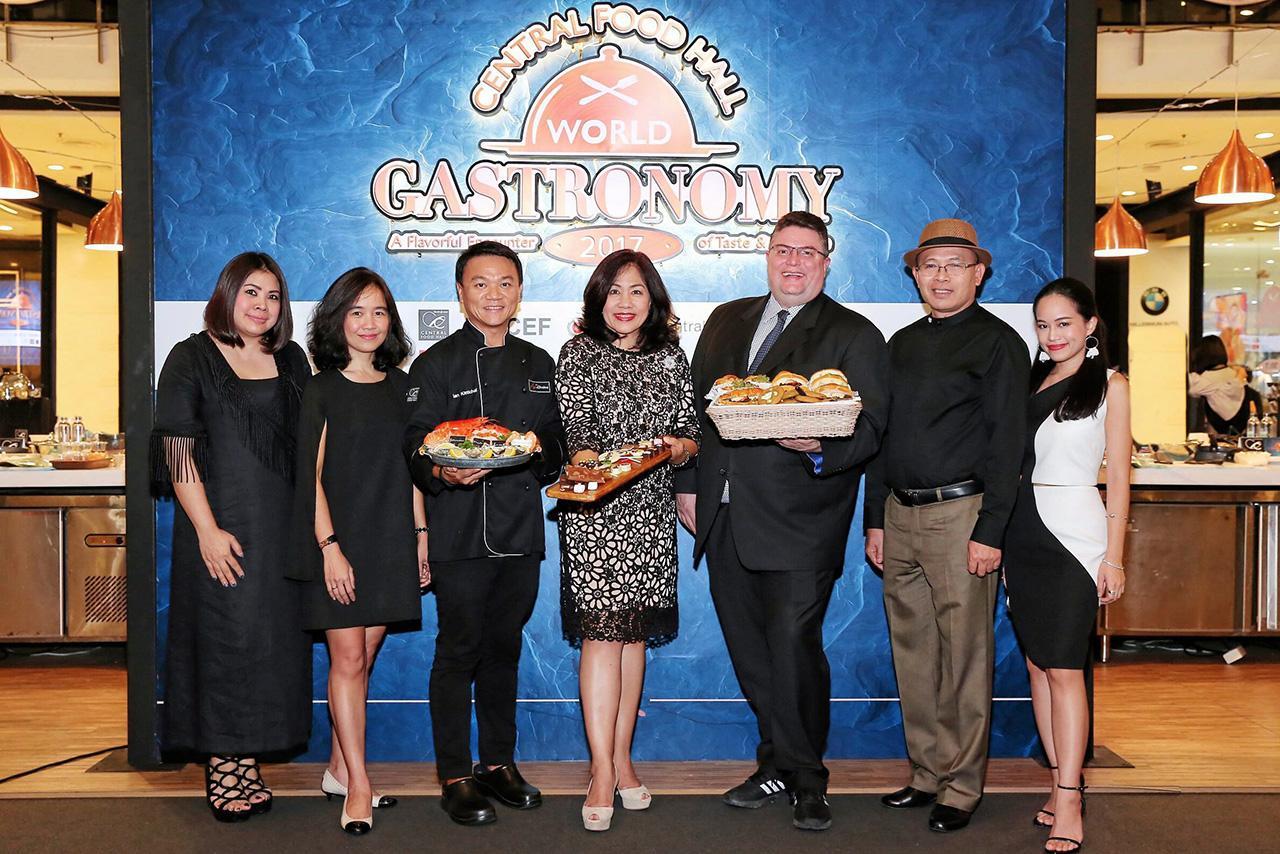 ไม่ธรรมดา นิค ไรท์ไมเออร์ จัด Central Food Hall World Gastronomy 2017 งานแสดงอาหาร ระดับเวิลด์คลาส เพื่อนำเงินรายได้มอบให้องค์การยูนิเซฟ โดยมี พงษ์ธวัช เฉลิมกิตติชัย, ปัทมวดี เสนาณรงค์ และ ดร.รังสรรค์ วิบูลอุปถัมภ์ มาร่วมงานด้วย ที่เซ็นทรัลเวิลด์ วันก่อน.