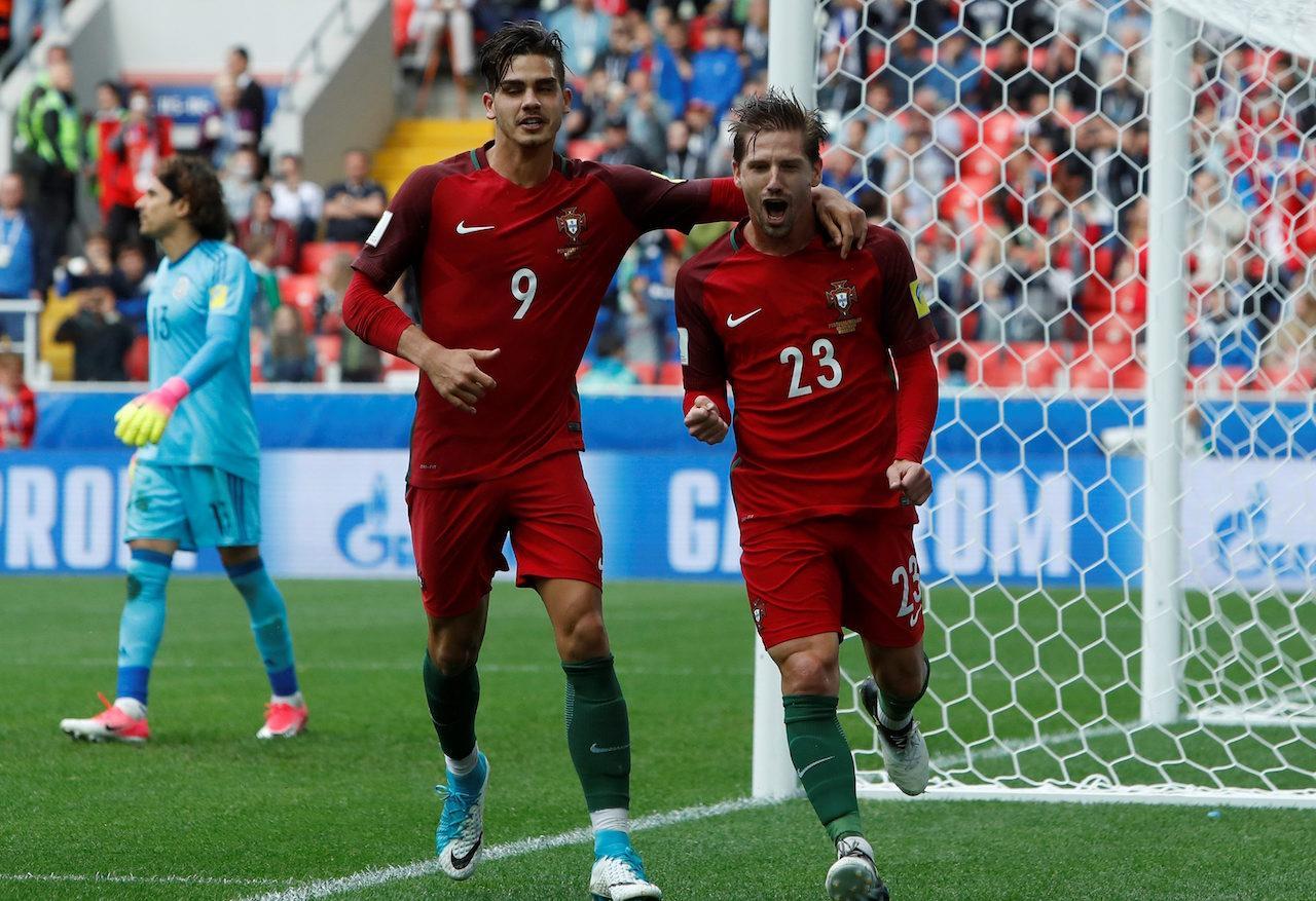อาเดรียน ซิลวา (ขวา) ซัดประตูชัยให้โปรตุเกส