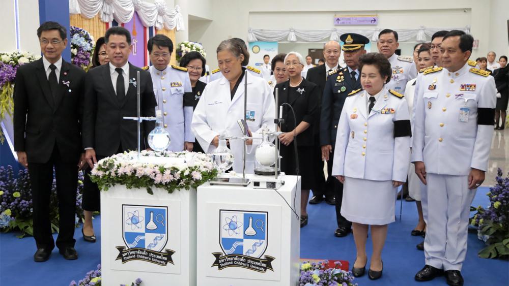 สมเด็จพระเทพรัตนราชสุดาฯ สยามบรมราชกุมารี เสด็จพระราชดำเนินไปทรง เปิดงานครบรอบ 5 ปี โครงการมหาวิทยาลัยเด็กประเทศไทย ณ บ้านวิทยาศาสตร์สิรินธร อุทยานวิทยาศาสตร์ประเทศไทย จ.ปทุมธานี เมื่อวันที่ 2 มิถุนายน.
