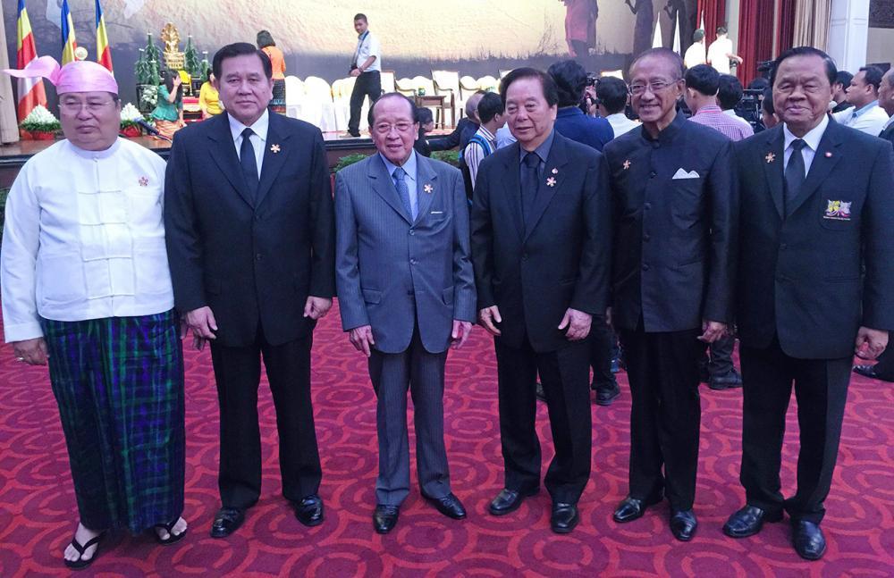 """งานใหญ่ วินัย วีระภุชงค์ ประธานมูลนิธิวีระภุชงค์ ต้อนรับ ฮอร์ นัมฮง รองนายกฯกัมพูชา และ พล.อ. ธนะศักดิ์ ปฏิมาประกร รองนายกฯไทย ไปร่วมเปิดโครงการ """"ธรรมยาตรา 5 แผ่นดินฯ"""" ที่โรงแรมโซฟิเทลฯ กรุงพนมเปญ."""
