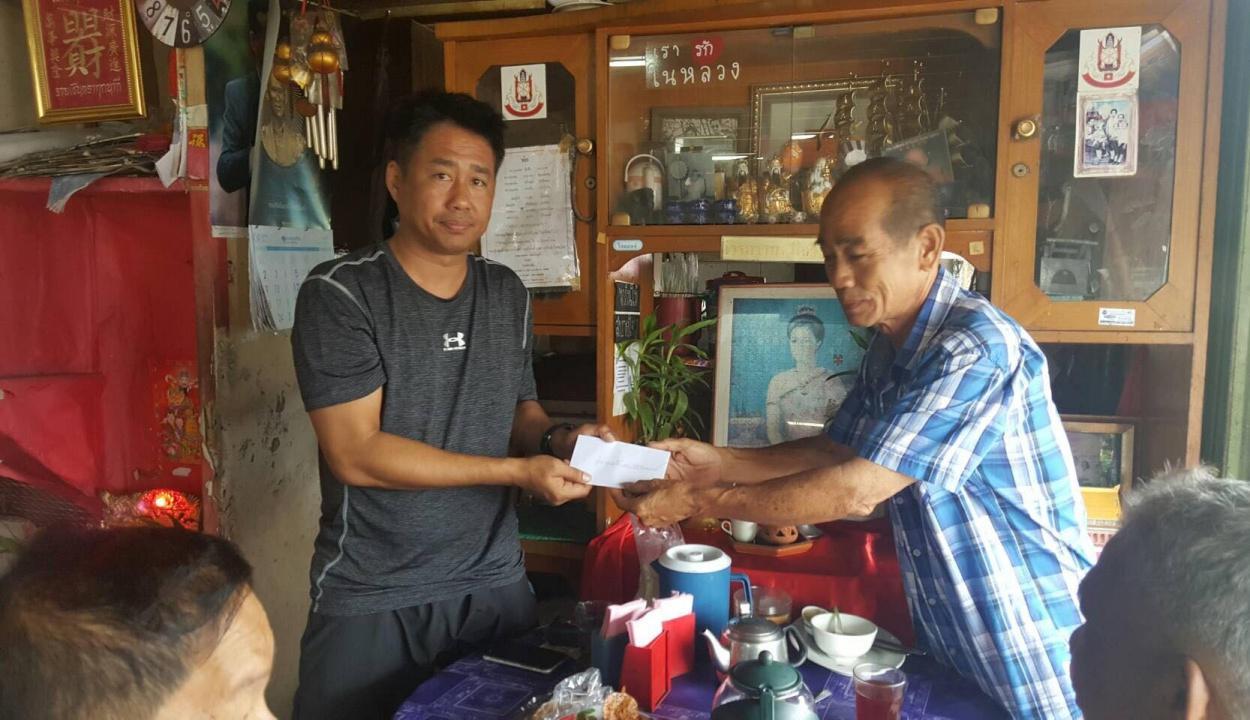 รับเงินขวัญกำลังใจจากชาวบ้านในพื้นที่ สภ.ระแงะ จ.นราธิวาส