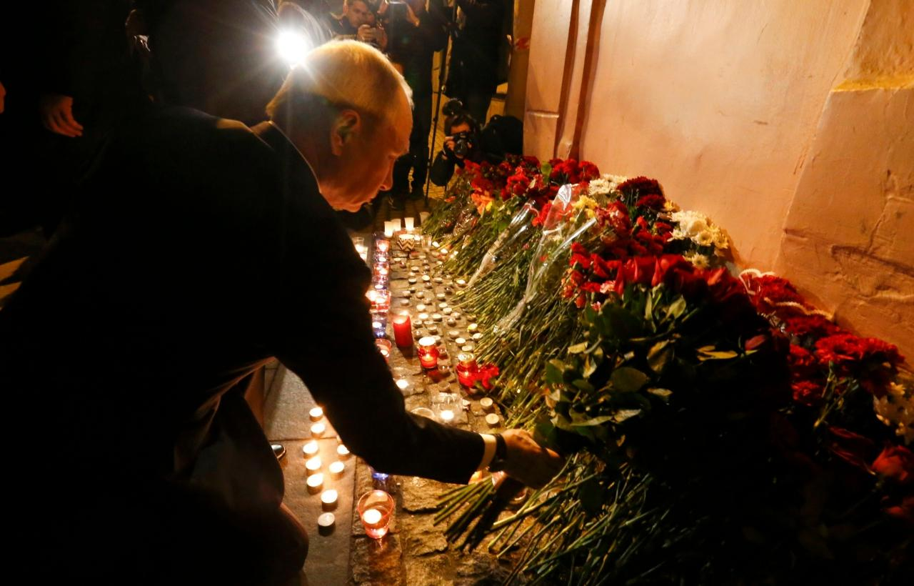 ประธานาธิบดีวลาดิเมียร์ ปูติน วางช่อดอกไม้แสดงความเสียใจแด่ผู้เสียชีวิตจากเหตุระเบิด