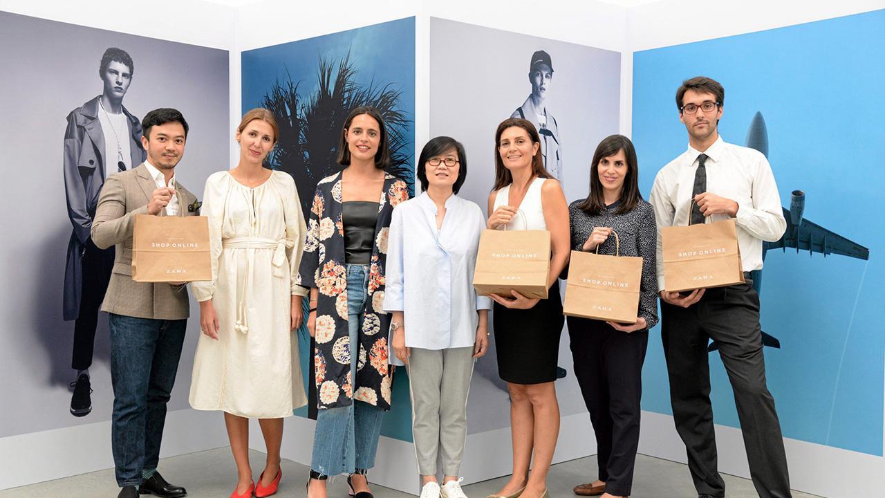 ช็อปเพลิน - พรชื่น งามพร้อมพันธุ์ จัดงานแนะนำ www.zara.com/th และแอพพลิเคชั่น ZARA ออน ไลน์ช็อปของแบรนด์เสื้อผ้าชั้นนำ โดยมี มาเรีย ซิโม่, ปาตริเซีย ซานเชซ ปาเชโก, กอนซาโล เปอีโร่ บิยัลบา และ วรวิทย์ ศิริพากย์ มาร่วมงานด้วย ที่บางกอกซิตี้ แกลเลอรี่ สาทร วันก่อน.