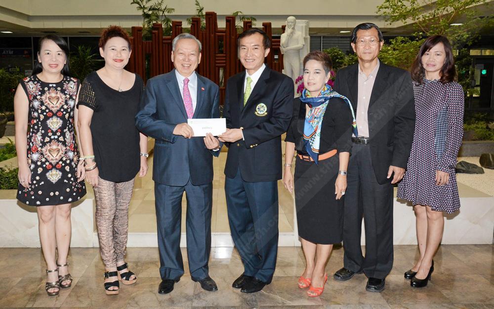 ซีพีเอฟจัดให้ พงษ์ วิเศษไพฑูรย์ ประธานผู้บริหารฝ่ายปฏิบัติการ ซีพีเอฟ มอบเงิน 100,000 บาท ให้แก่ สราวุธ วัชรพล เพื่อสมทบทุนมูลนิธิไทยรัฐ โดยมี พรรณินี นันทพานิช, ดำฤทธิ์ วิริยะกุล, พรพรรณ โลหาชีวะ และ ไพลิน ศิริพัฒน์ มาร่วมในพิธีด้วย ที่ สนง.นสพ.ไทยรัฐ วันก่อน.
