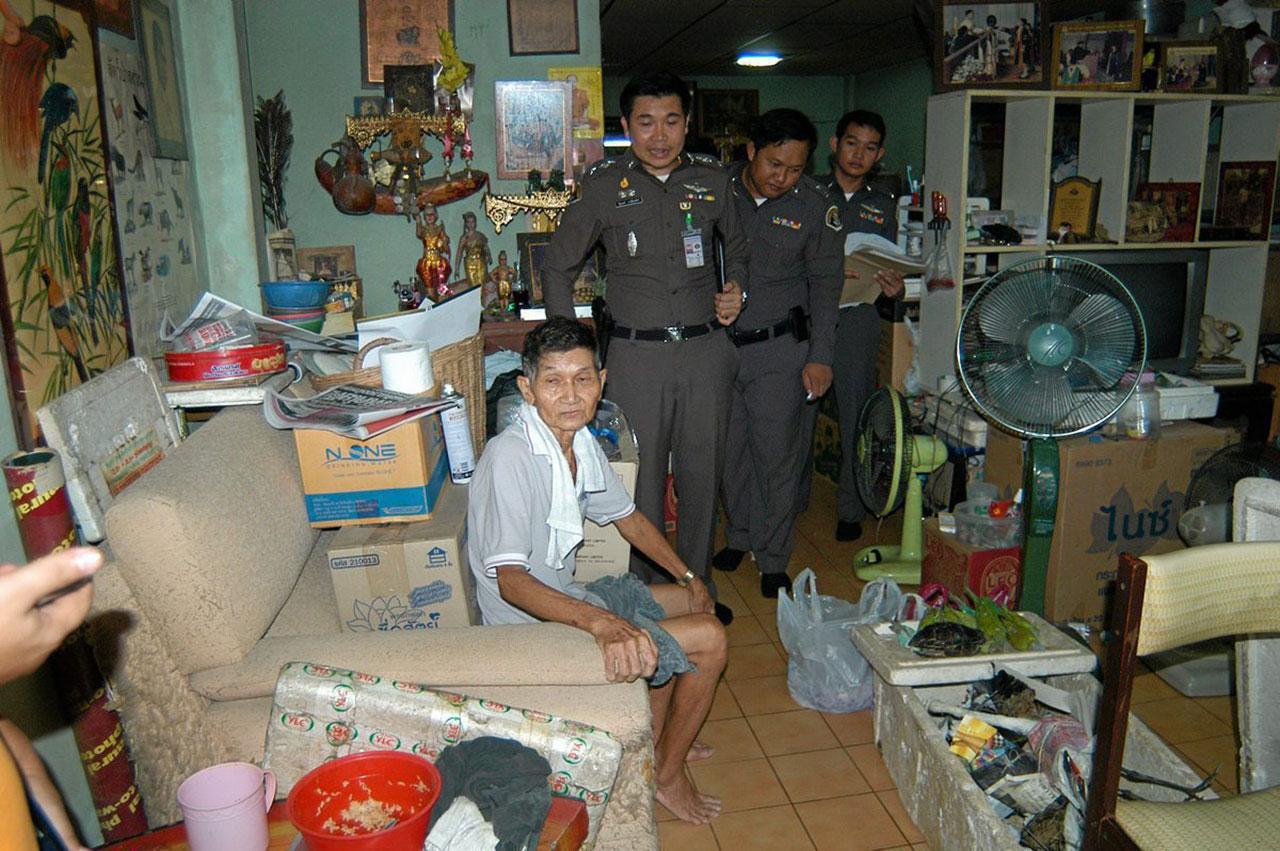 ตำรวจค้นบ้าน นายประสิทธิ์ เรืองศรี พบซากสัตว์ที่ถูกสตัฟฟ์ไว้อีกจำนวนมาก