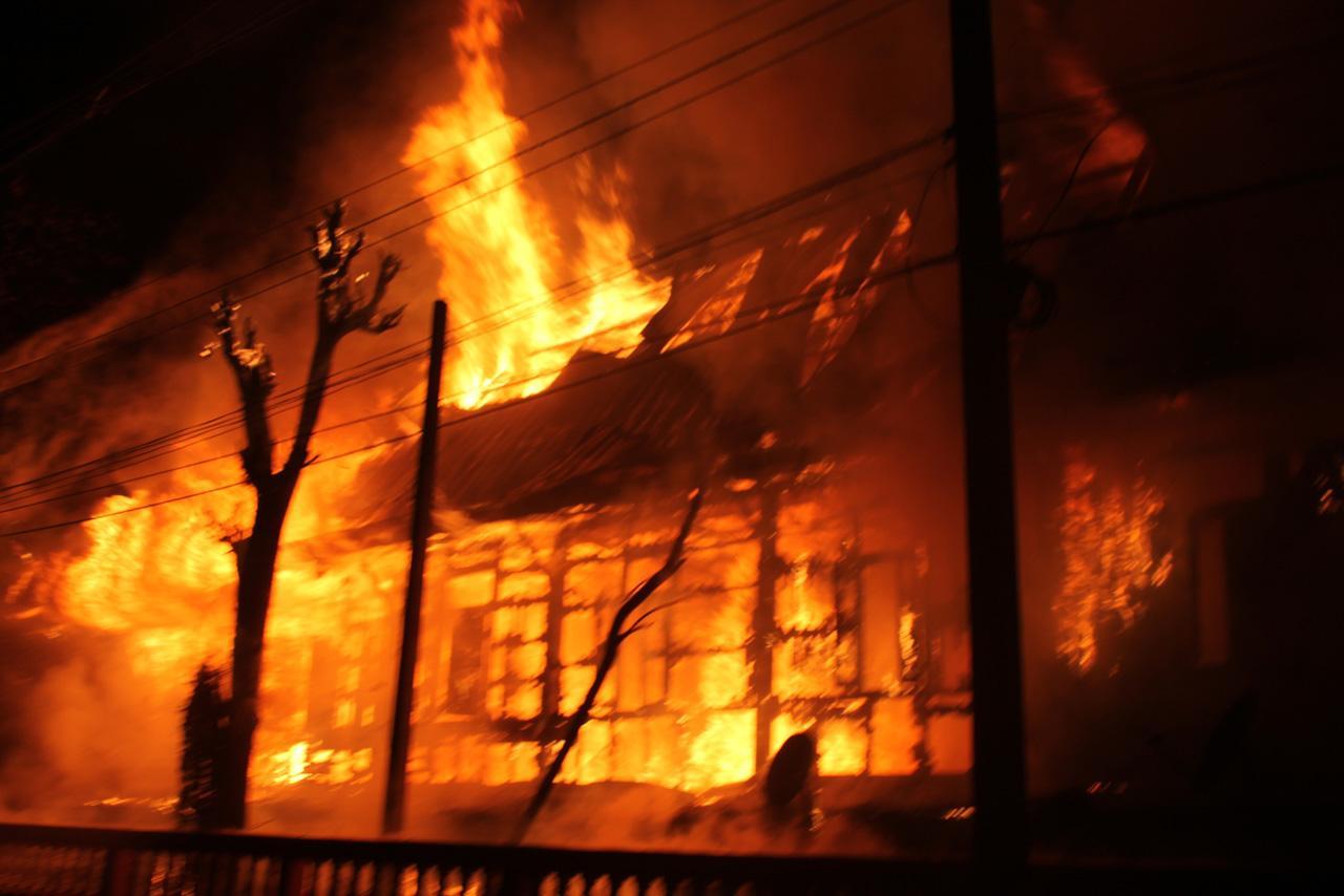 เพลิงโหมลุกไหม้อย่างรุนแรง