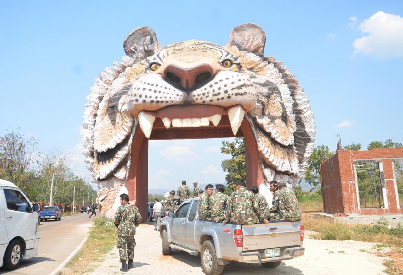 จนท.กรมอุทยานฯ ร่วมกับตำรวจ ทหาร นำหมายศาลเข้าตรวจยึดสัตว์ป่า ที่วัดป่าหลวงตาบัว