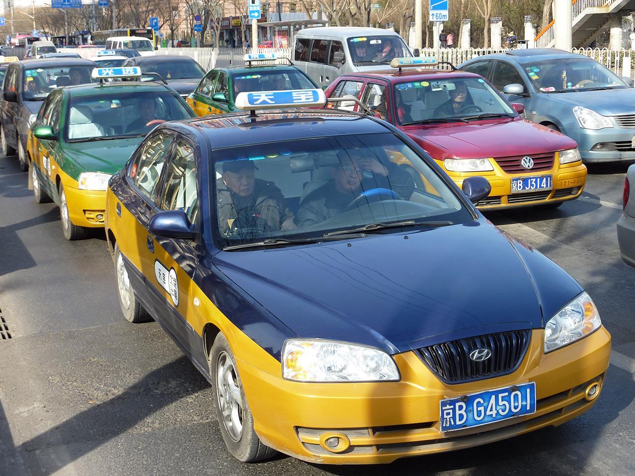 แท็กซี่จีนรุ่นใหม่ที่ไม่มีลูกกรงกั้น