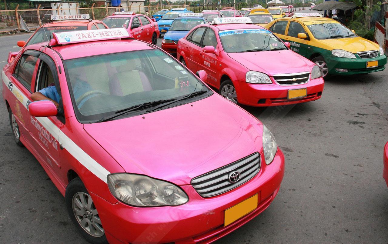 แท็กซี่ไทย สีสันสดใส สะดุดตา