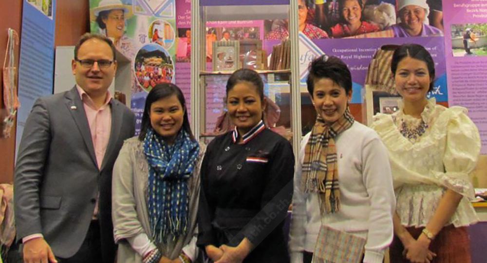 ออกงาน วรรณนิภา สิวลีผลลาภ ผจก.ฝ่ายขายและการตลาดร้านภูฟ้า และ ปรตินา ครอส เชฟเจ้าของร้านอาหารดาว ไปร่วมเปิดบูธไทยโปรโมตครัวไทยสู่โลก ในงานเกษตรโลก ที่ ICC เบอร์ลิน ประเทศเยอรมนี.