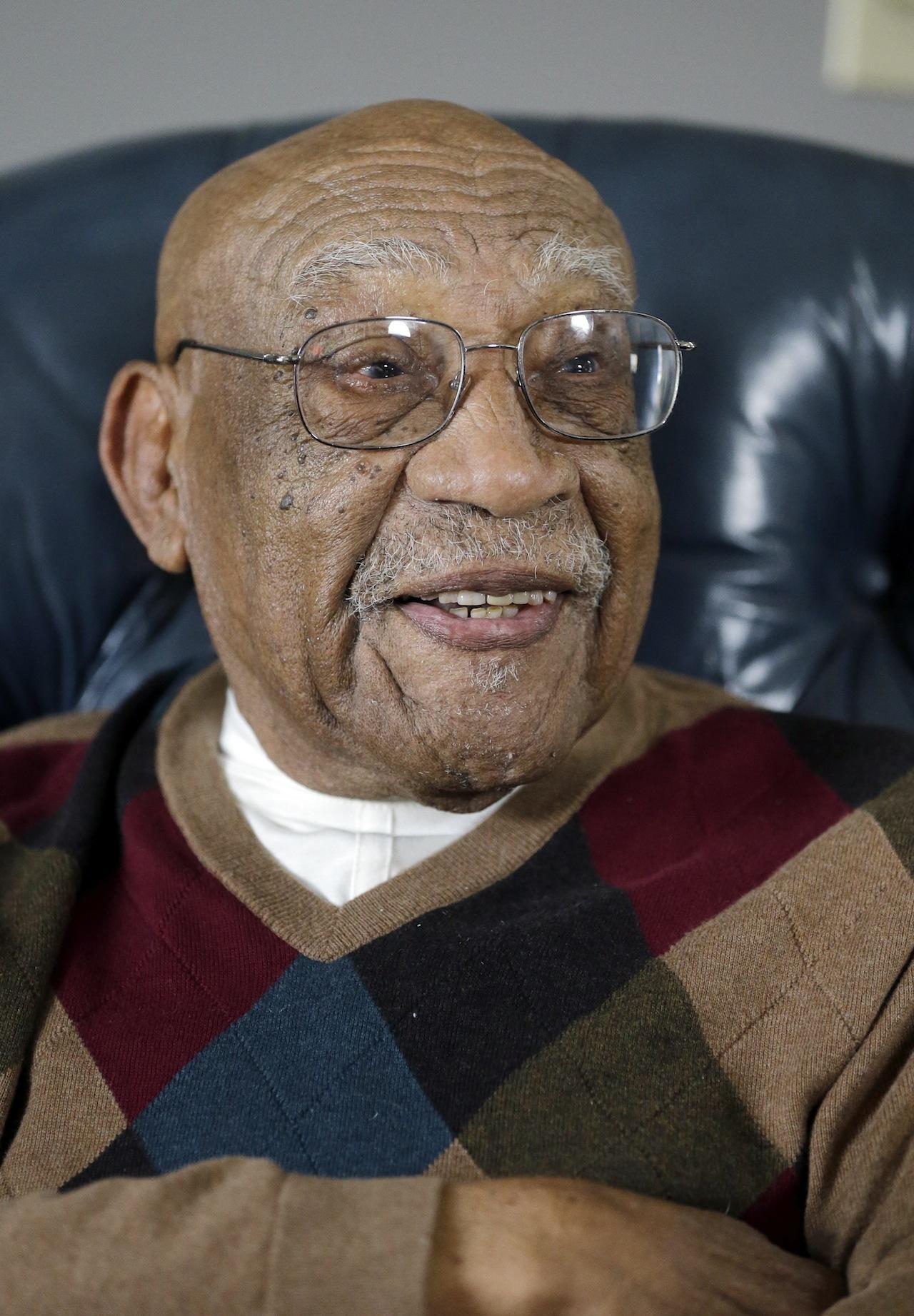 ชาร์ลี ซิฟฟอร์ด นักกอล์ฟผิวสีชาวอเมริกันคนแรก สิ้นใจแล้วในวัย 92 ปี ด้วยโรคชรา