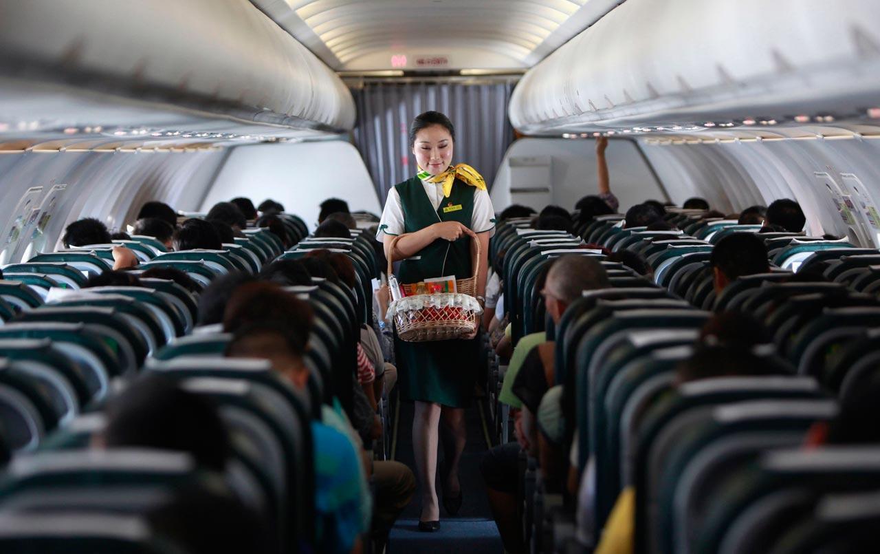 ภายในห้องโดยสารของเครื่องบินของสายการบินสปริง แอร์ไลน์ส