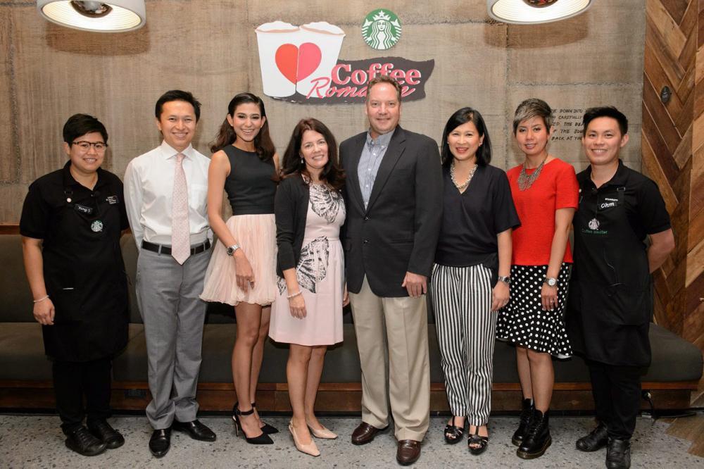 รักสตาร์บัคส์ เมอร์เรย์ ดาร์ลิ่ง จัดงาน Starbucks Coffee Romance ต้อนรับเทศกาลแห่งความรัก โดยมี สุมนพินทุ์ โชติกะพุกกณะ, นิภารัตน์ เยาว์วิวัฒน์, จิรดา โยฮารา, จุมพล เตชะไกรศรี และ ชิสวัส ยอดวิเศษ มาร่วมงานด้วย ที่ร้านสตาร์บัคส์ เซ็นทรัล เอ็มบาสซี่ วันก่อน.