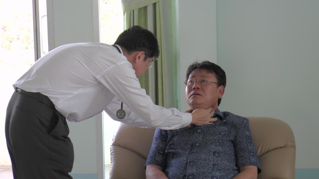 แพทย์ทำการตรวจรักษา
