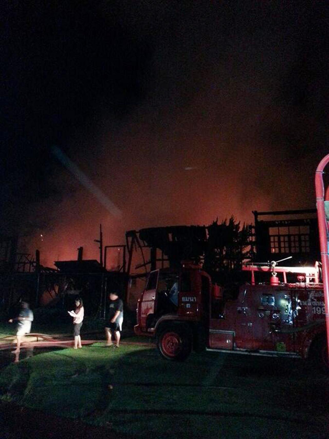 สภาพบ้านหลังควบคุมเพลิงได้ เบื้องต้นเสียหายทั้งหลัง