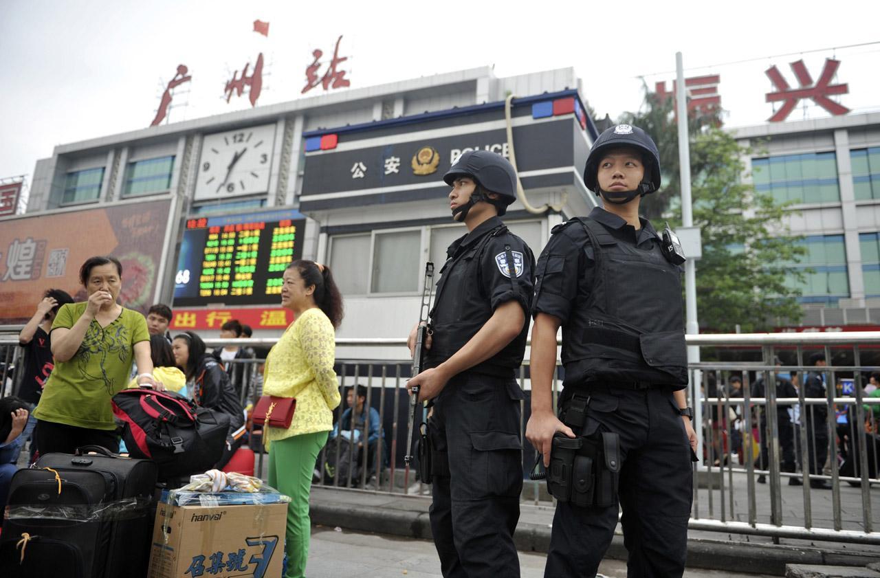 ทางการจีนส่งตำรวจหน่วย SWAT มารักษาความปลอดภัยด้านนอกสถานีรถไฟกวางโจวทันที