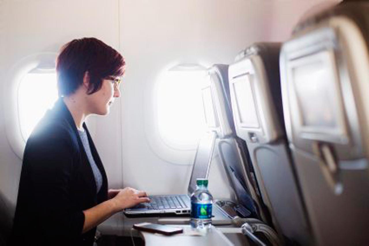 ไม่ว่าจะอยู่ที่ไหน เดินทาง หรือท่องเที่ยว ก็สามารถใช้อินเทอร์เน็ตเชื่อมโลกให้ใกล้กันได้