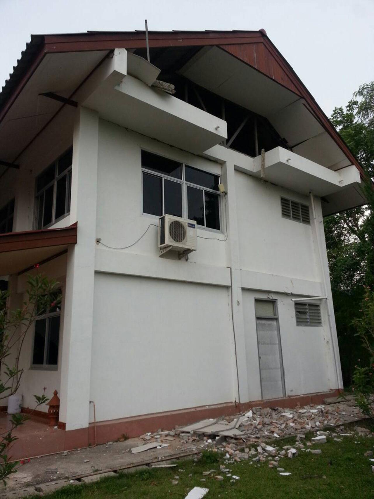 สภาพอาคาร รพ.สต. ที่ได้รับความเสียหายจากเหตุแผ่นดินไหว