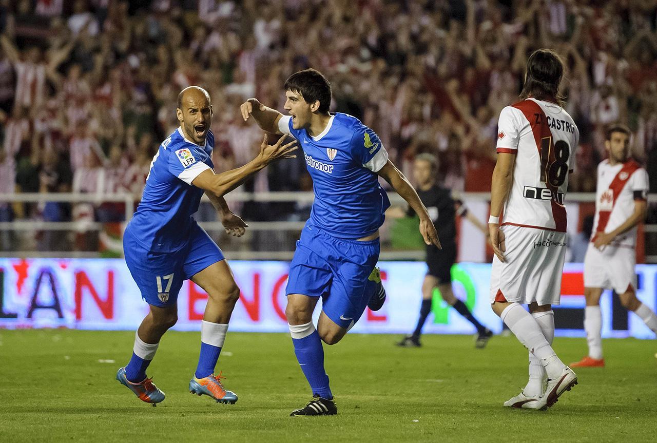 มิเกล ซาน โฆเซ(กลาง) วิ่งดีใจหลังยิงให้ แอธเลติก บิลเบา ขึ้นนำ 1-0