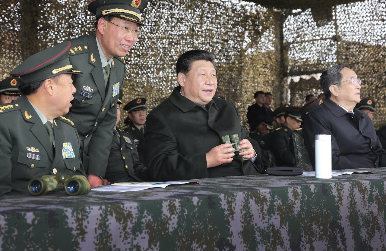 ประธานาธิบดี สี จิ้นผิง ชมการซ้อมรบในเขตปกครองตนเองซินเจียงอุยกูร์เมื่อวันที่ 1 พ.ค.
