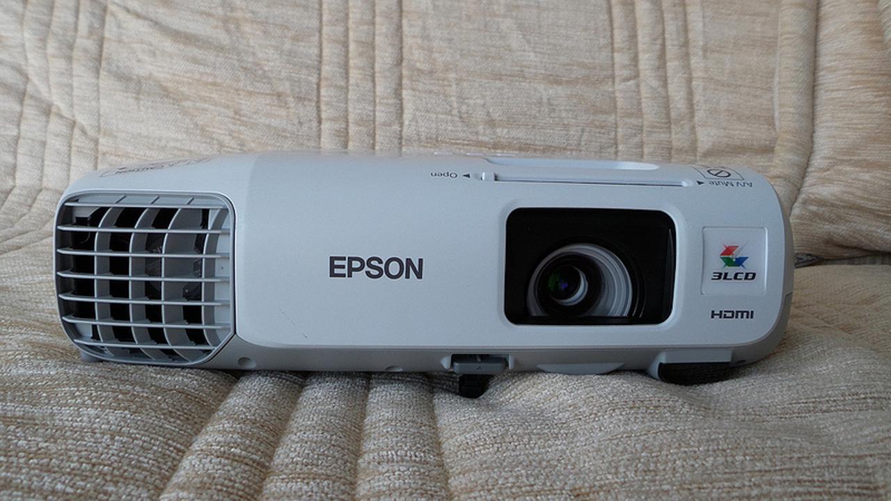 ด้านหน้าของ Epson EB-965