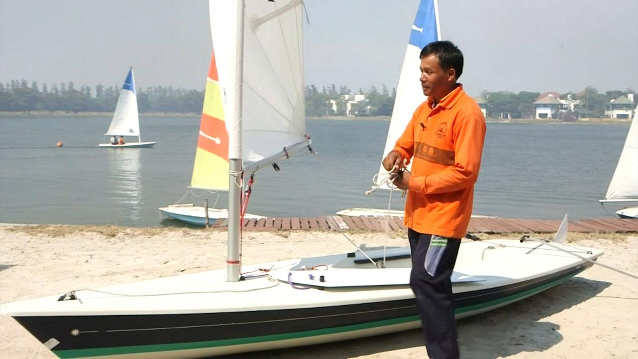 จรูญ ขยันการ ครูฝึกสอนกีฬาเรือใบประจำสโมสรเรือใบวิจิตราธานี
