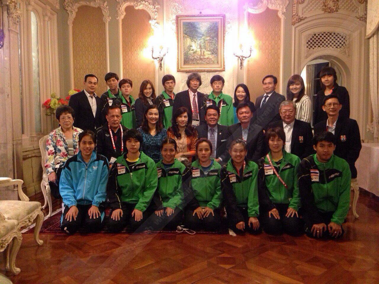 เลี้ยงรับ ธนาธิป อุปัติศฤงค์ ออท. ณ กรุงโตเกียว ญี่ปุ่น และ มนต์ทิพย์  ภริยา  พร้อมข้าราชการสถานทูต ร่วมเลี้ยงต้อนรับเป็นกำลังใจแก่นักกีฬา ปิงปองไทย นำโดย ดร.สถิตย์ ลิ่มพงศ์พันธ์ ไปแข่งขันปิงปองโลกที่ญี่ปุ่น.