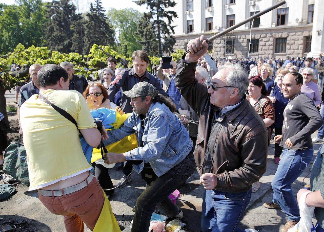 เหตุปะทะระหว่างผู้ชุมนุมฝักฝ่ายรัสเซีย และฝ่ายสนับสนุนรัฐบาลในเมืองโอเดสซา