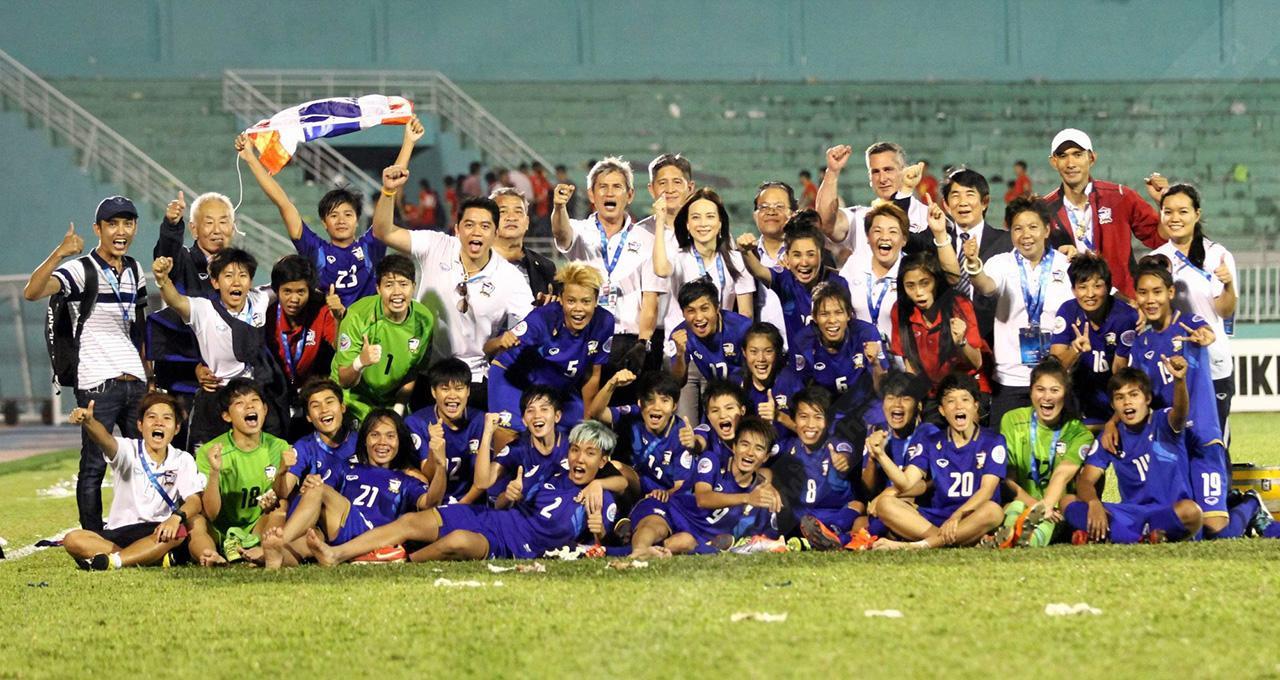 นักกีฬาฟุตบอลหญิงทีมชาติไทยไปคว้าอันดับที่ 5 ในศึกฟุตบอลหญิงชิงแชมป์เอเชีย หรือ เอเอฟซี วีเมนส์ เอเชียนคัพ 2014 ที่เมืองโฮจิมินห์ ประเทศเวียดนาม มาครองได้สำเร็จ