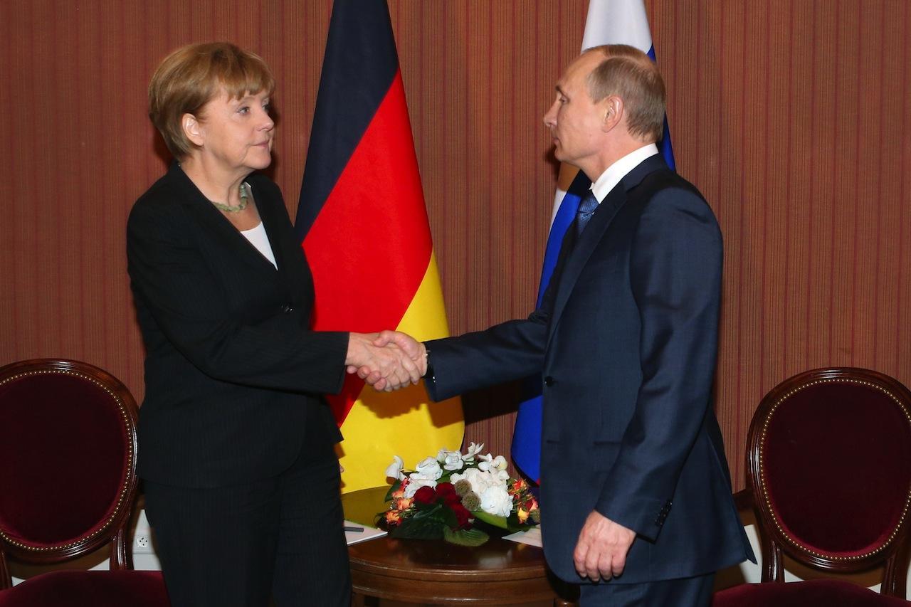 นายกรัฐมนตรีเยอรมนีอันเกลา แมร์เคิล พบวลาดิเมียร์ปูติน