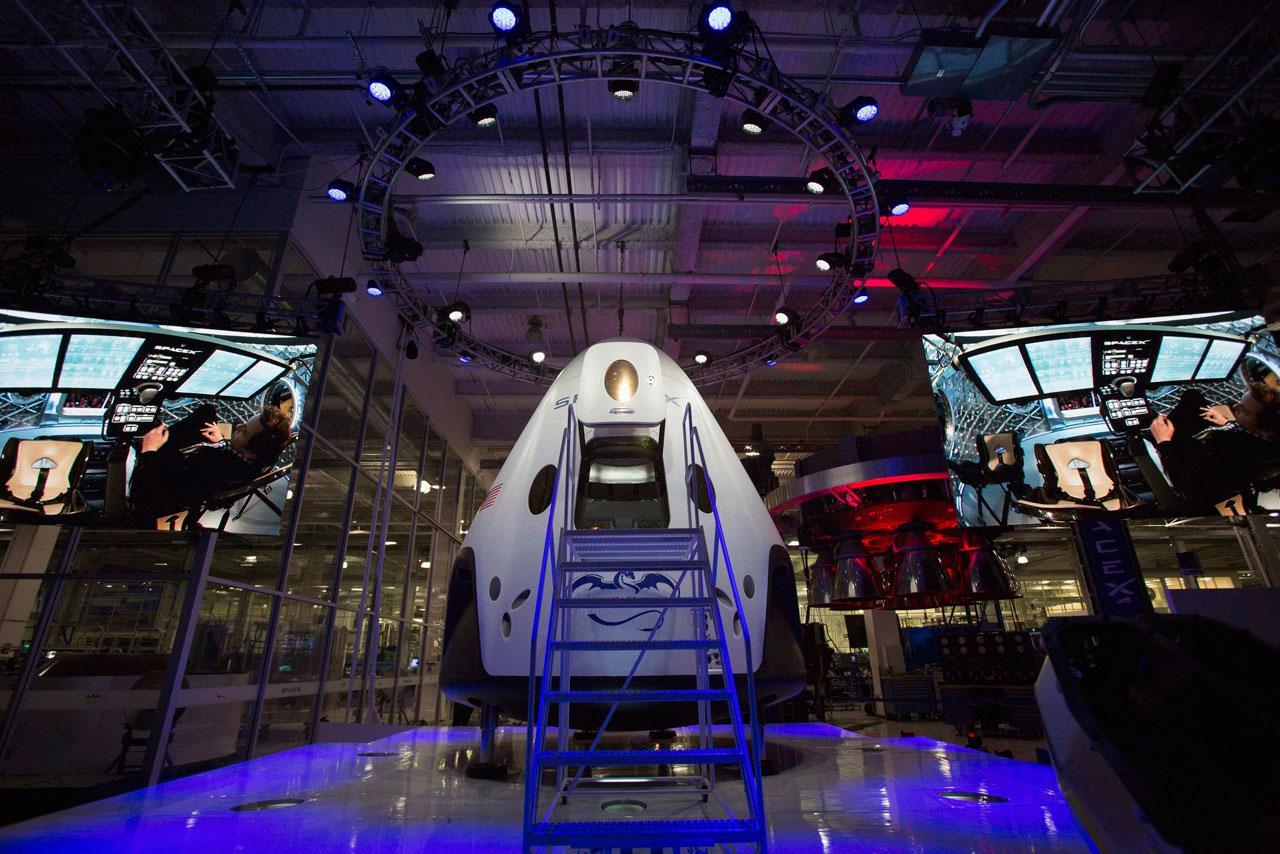 ยานดรากอน 2 ยานอวกาศมีคนบังคับเชิงพาณิชย์ที่บรรทุกคนได้มากที่สุดในโลก