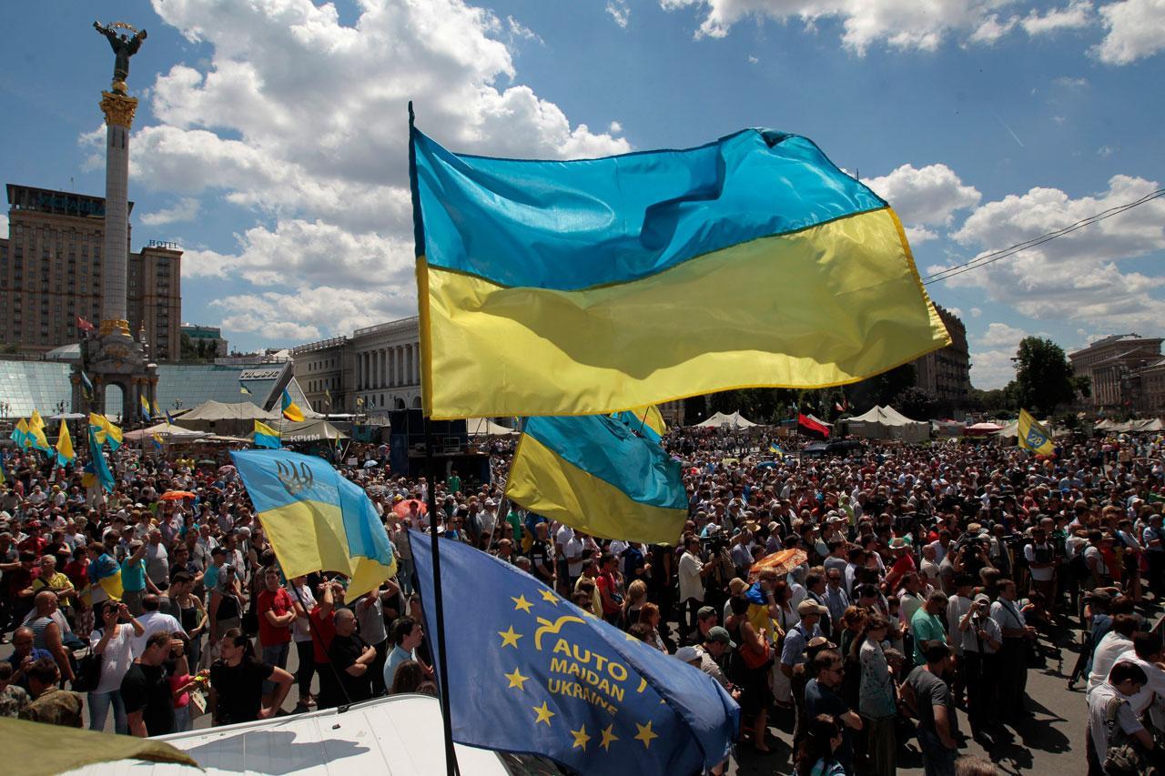 ชาวยูเครนชุมนุมที่จัตุรัสไมดาน ในกรุงเคียฟ เรียกร้องให้รัฐบาลยกเลิกข้อตกลงหยุดยิง
