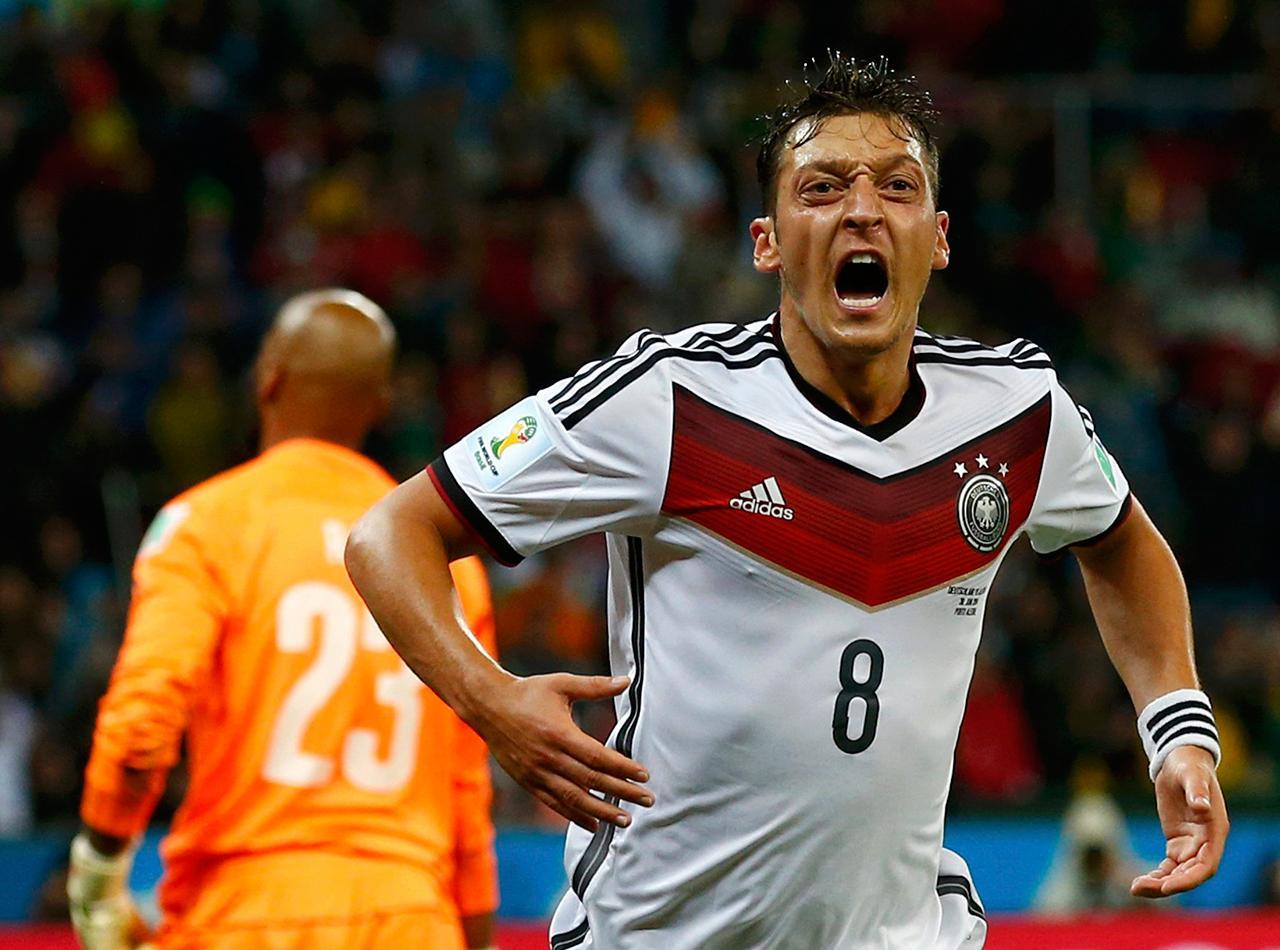 เมซุต โอซิล ยิงประตูพา เยอรมนี นำห่างเป็น 2-0