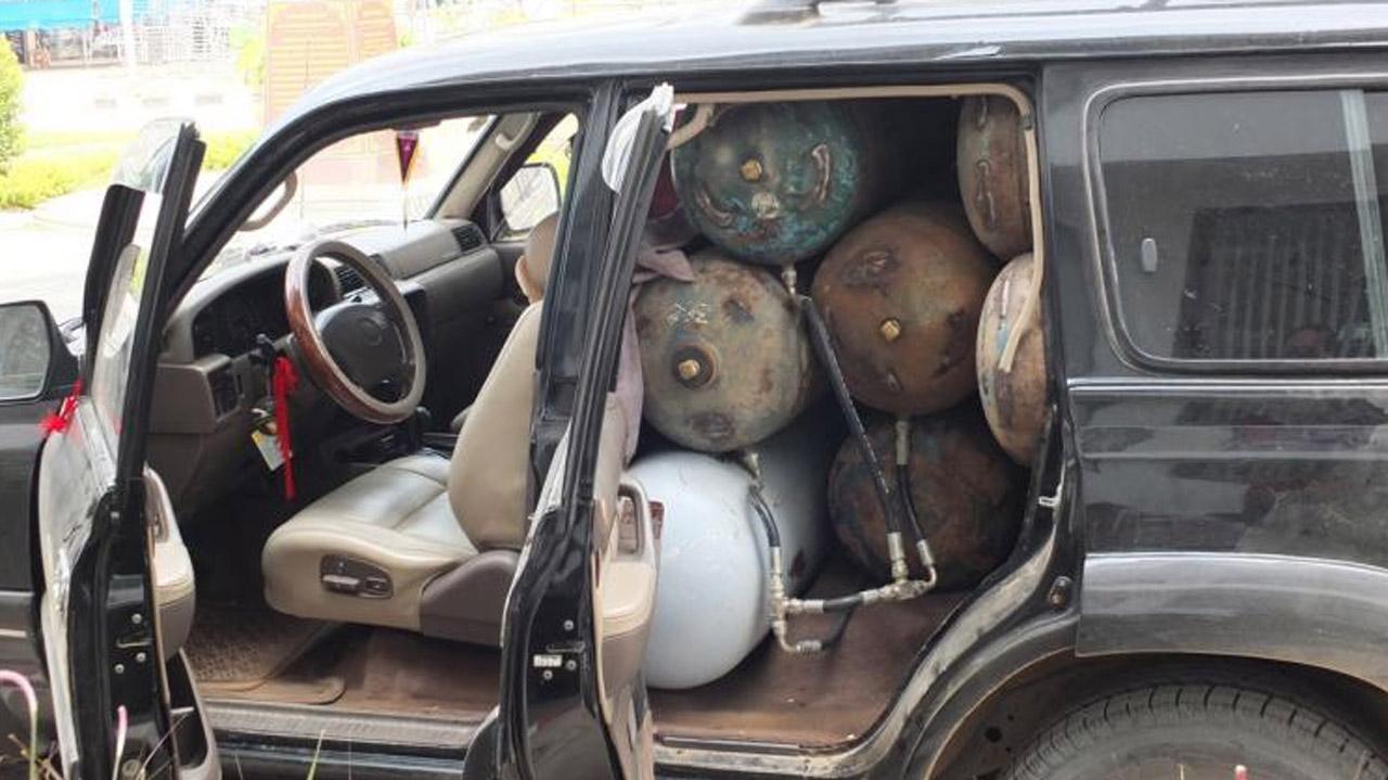 รถยนต์ของชาวกัมพูชาบรรทุกถังแก๊สมาเต็มคันโดนตรวจจับได้ที่ชายแดนไทย