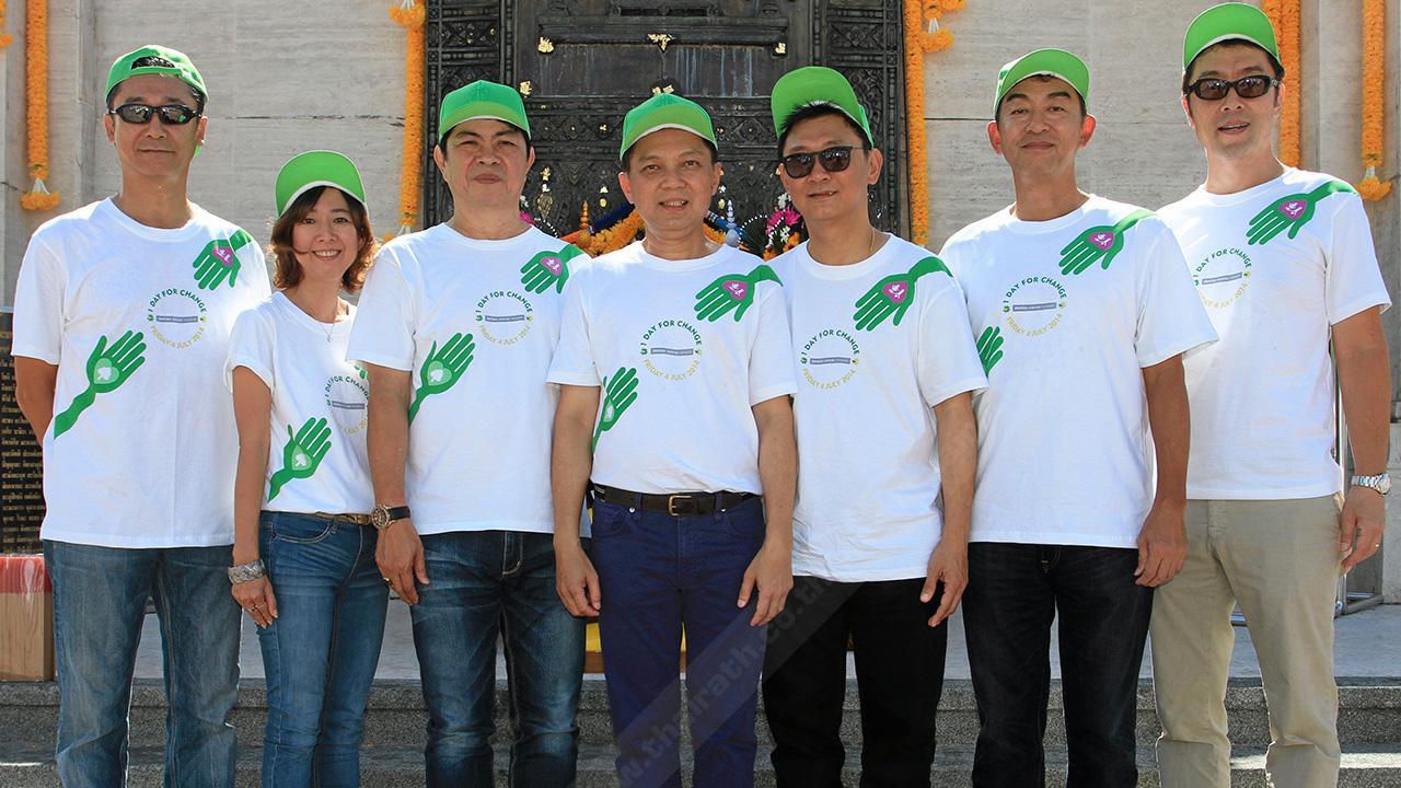 ทำความดี วิชัย สุภาสมบูรณ์ และ อมรศักดิ์ ศักดิ์ภู่อร่าม จัดกิจกรรมเพื่อสังคม One day for Change ของกลุ่มบริษัทเดนท์สุ อีจีส เน็ทเวิร์ค ประเทศไทย โดยมี คาซูกิ ยามาโมโต้, มิตซูยูกิ นากามูระ, ทาเคมิ ฟูรูตะ และ ปริทัศน์ มุ่งประสิทธิชัย มาร่วมงานด้วย ที่สวนลุมพินี วันก่อน.