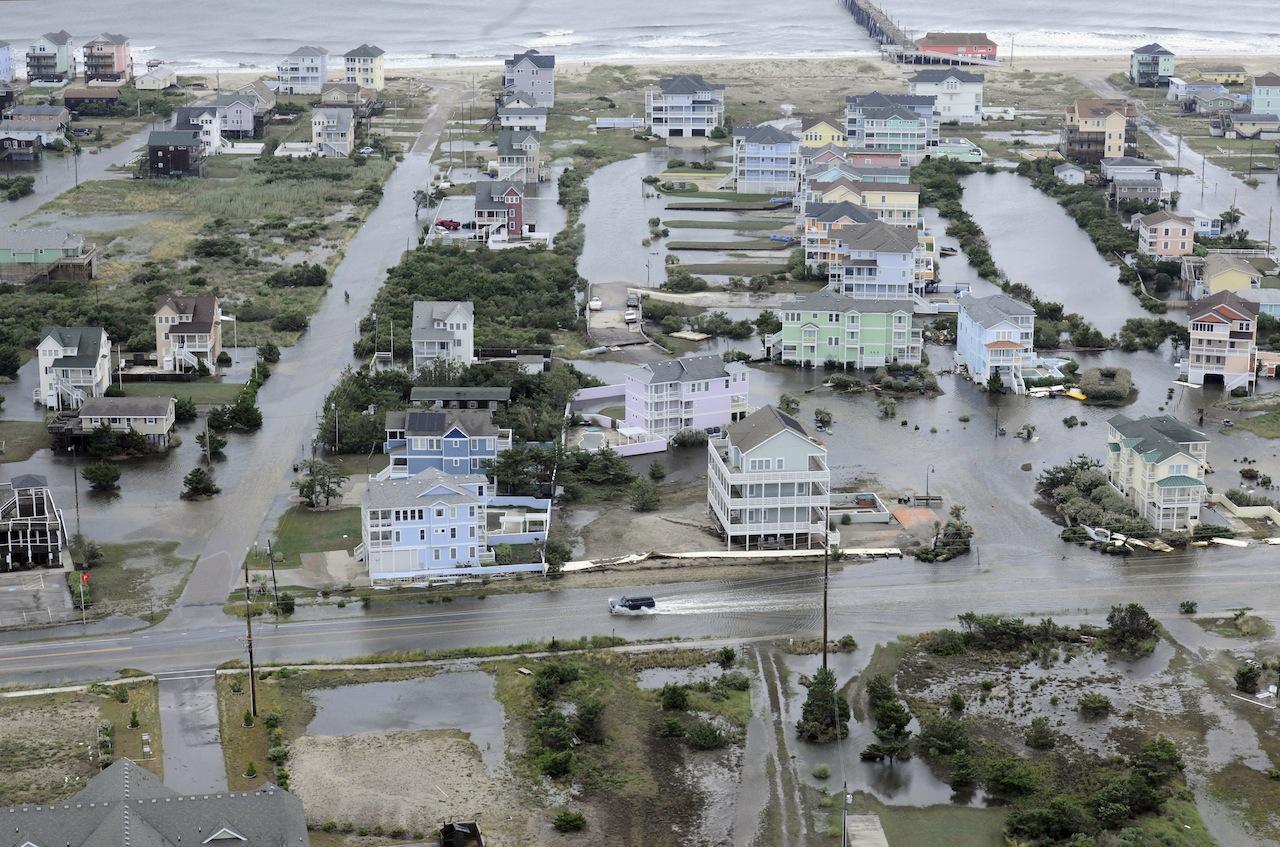 เมืองบนเกาะสันดอน 'เอาเตอร์ แบงค์' นอกชายฝั่งรัฐนอร์ทแคโรไลนา ถูกน้ำท่วม