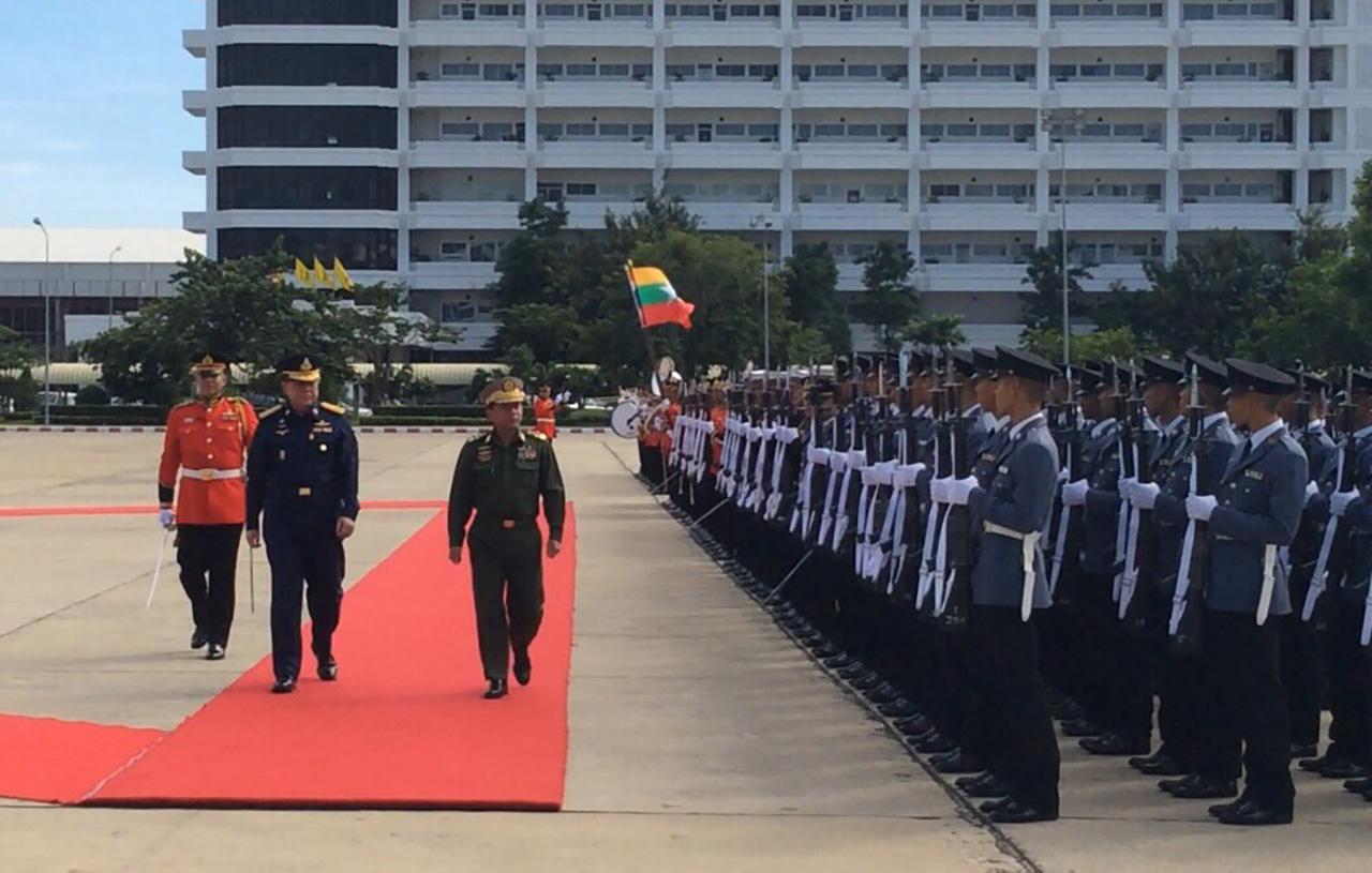ตรวจแถวทหารกองเกียรติยศ