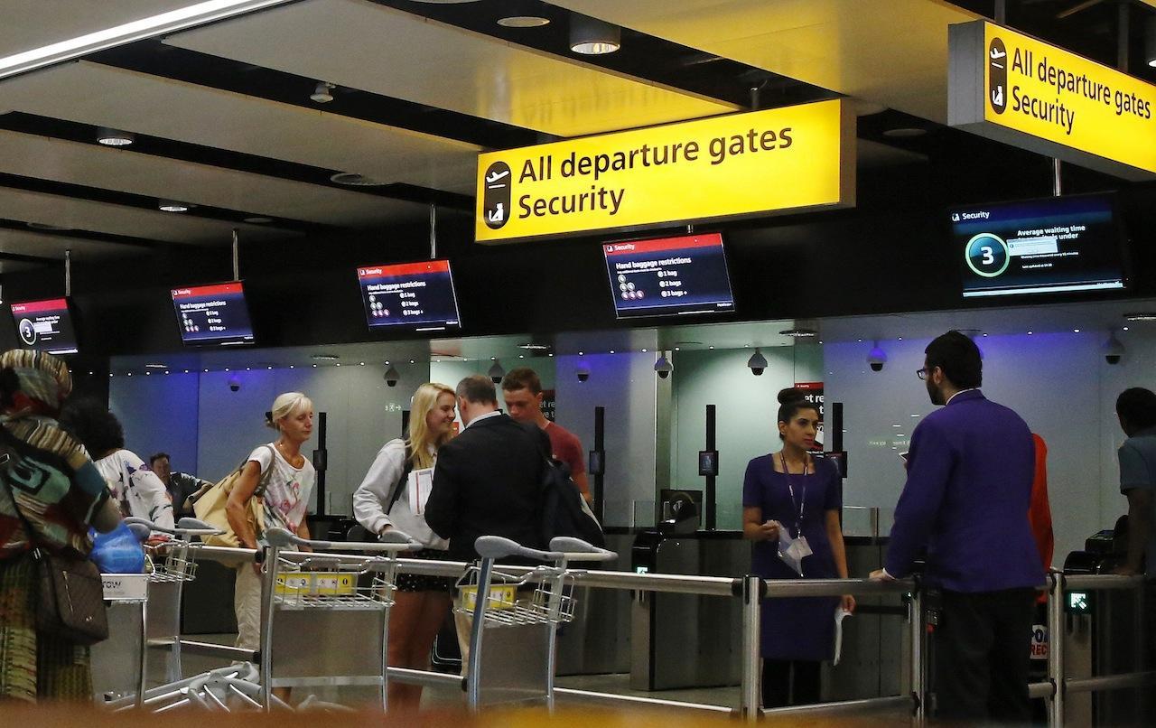 ด้านรักษาความปลอดภัยของสนามบินฮีทโธรว์ ประเทศอังกฤษ