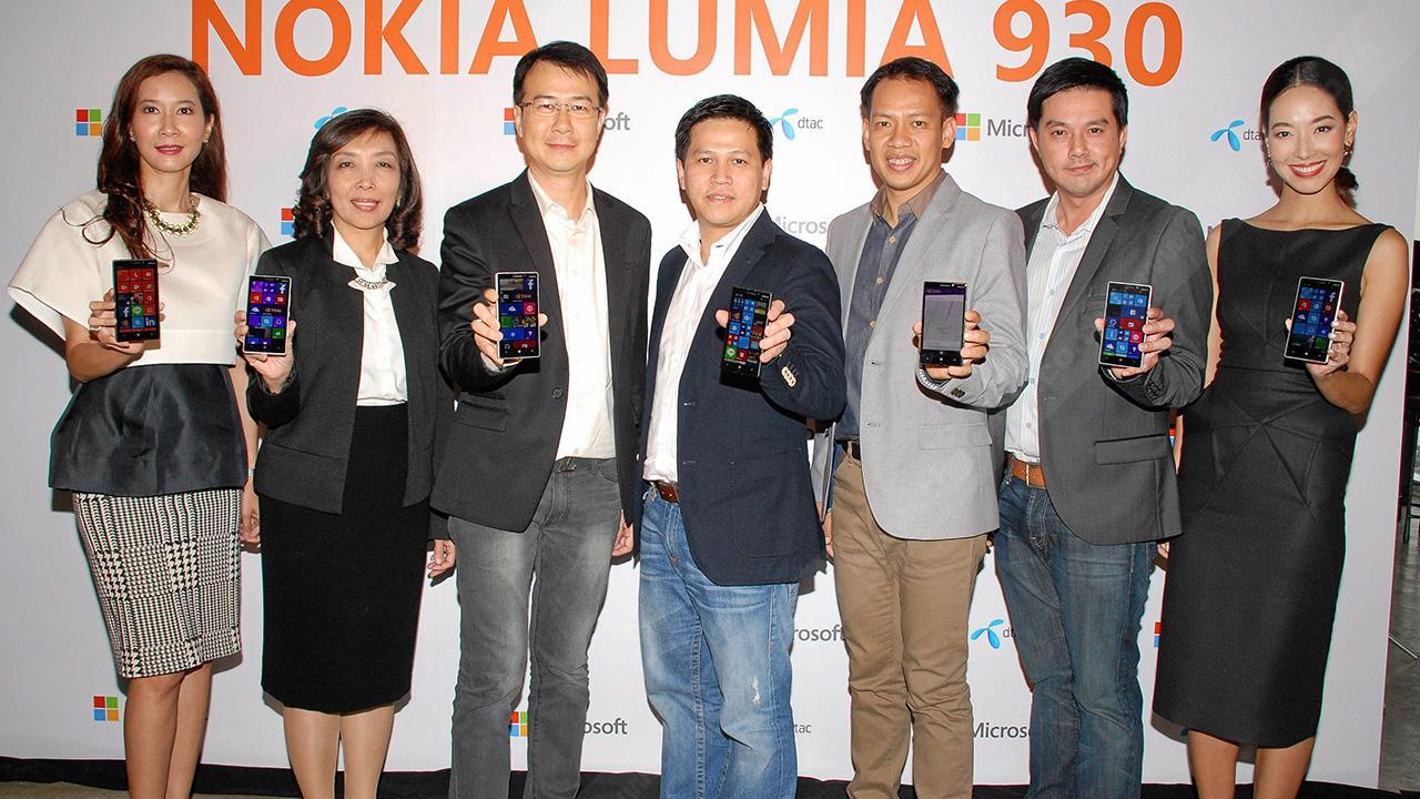 """สุดยอด ญาณธน สิมะวานิชกุล, นนทวัน สินธวานนท์ และ จิรพัฒน์ จันทร์เจิดศักดิ์ เปิดตัว """"NOKIA LUMIA 930"""" สมาร์ทโฟนรุ่นใหม่ล่าสุดมาพร้อมระบบปฏิบัติการ Windows Phone 8.1 โดยมี ปกรณ์ มโนรมย์ภัทรสาร และ ศศิวิมล สกุลยง มาร่วมงานด้วย ที่อาคารสาทร สแควร์ วันก่อน."""