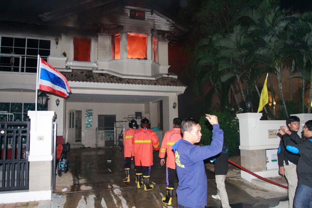 เจ้าหน้าที่เร่งอำนวยการดับเพลิง บ้านพักย่านสมุทรปราการ