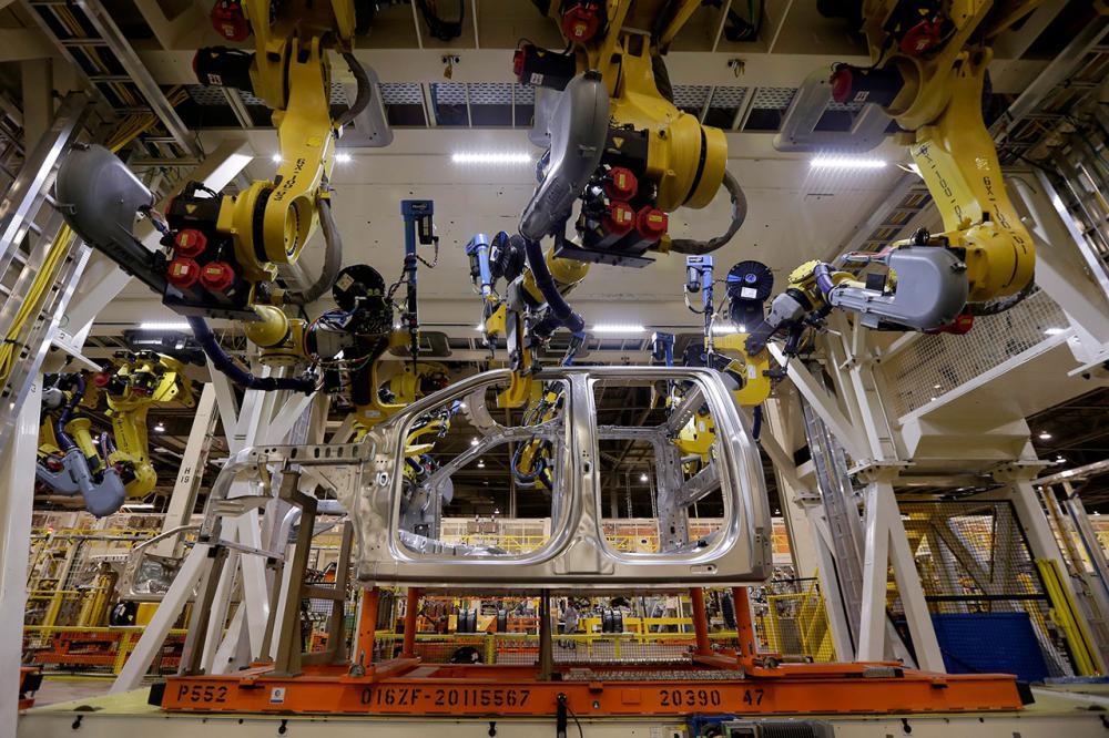 โรงงานใช้หุ่นยนต์